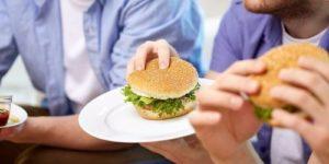 В кафе и ресторанах мы съедаем много фталатов. Что это за вещества и как их избегать?