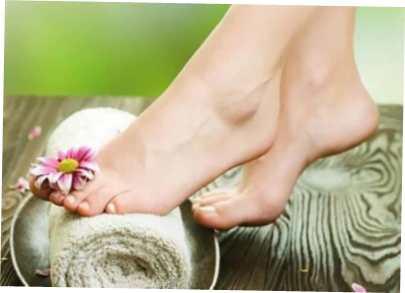 Здоровые от грибка ноги