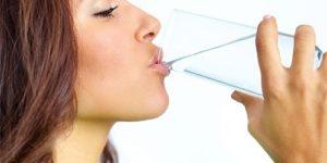 Чтобы цистит не вернулся, нужно ежедневно дополнительно выпивать 6 чашек воды