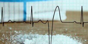 Еще одна болезнь сердца, для предупреждения которой нужно есть меньше соли
