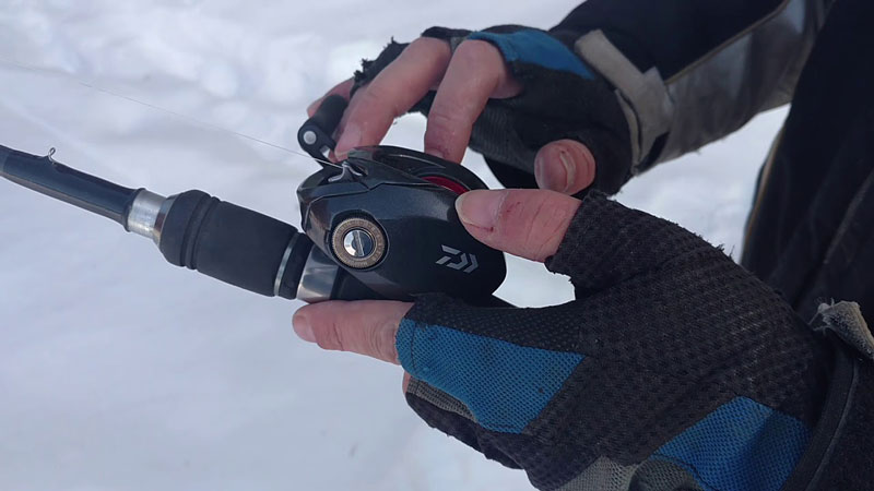 Используем катушку на рыбалке