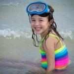 Вытряхивание воды из ушей может оказаться опасным для мозга ребенка