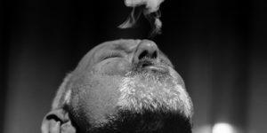 В мире уменьшилось количество курящих мужчин