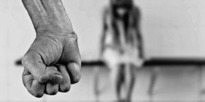 Подростки больше склонны к насилию, если видят оскорбительное отношение к девушкам