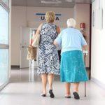 Минздрав: Пожилые пациенты не лишились права на высокотехнологичную медицинскую помощь