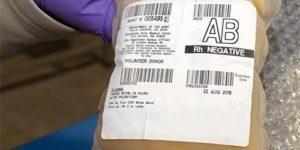 В США начнут лечить COVID-19 плазмой крови переболевших людей